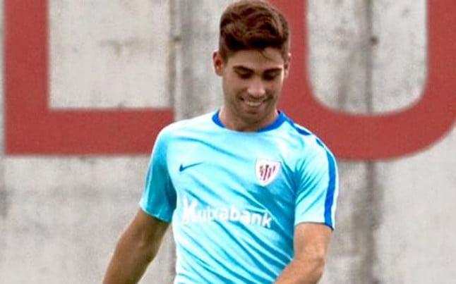El futbolista Julen Arellano durante un entrenamiento en Lezama / Agencias