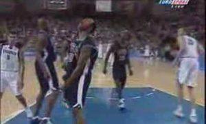 Hace 16 años de la 'brutalidad' de Vince Carter a un ex Bilbao Basket (vídeo)