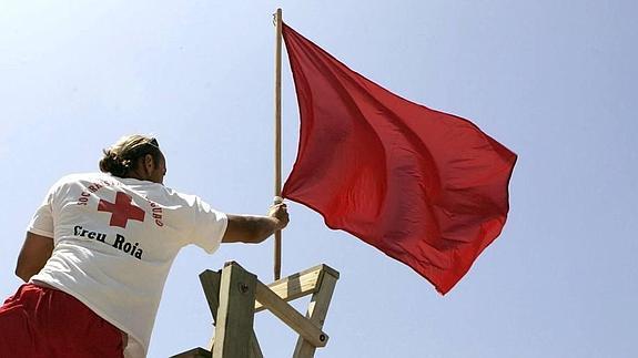 Hasta el momento ninguna playa vizcaína tiene la bandera roja /Fuente: Agencias